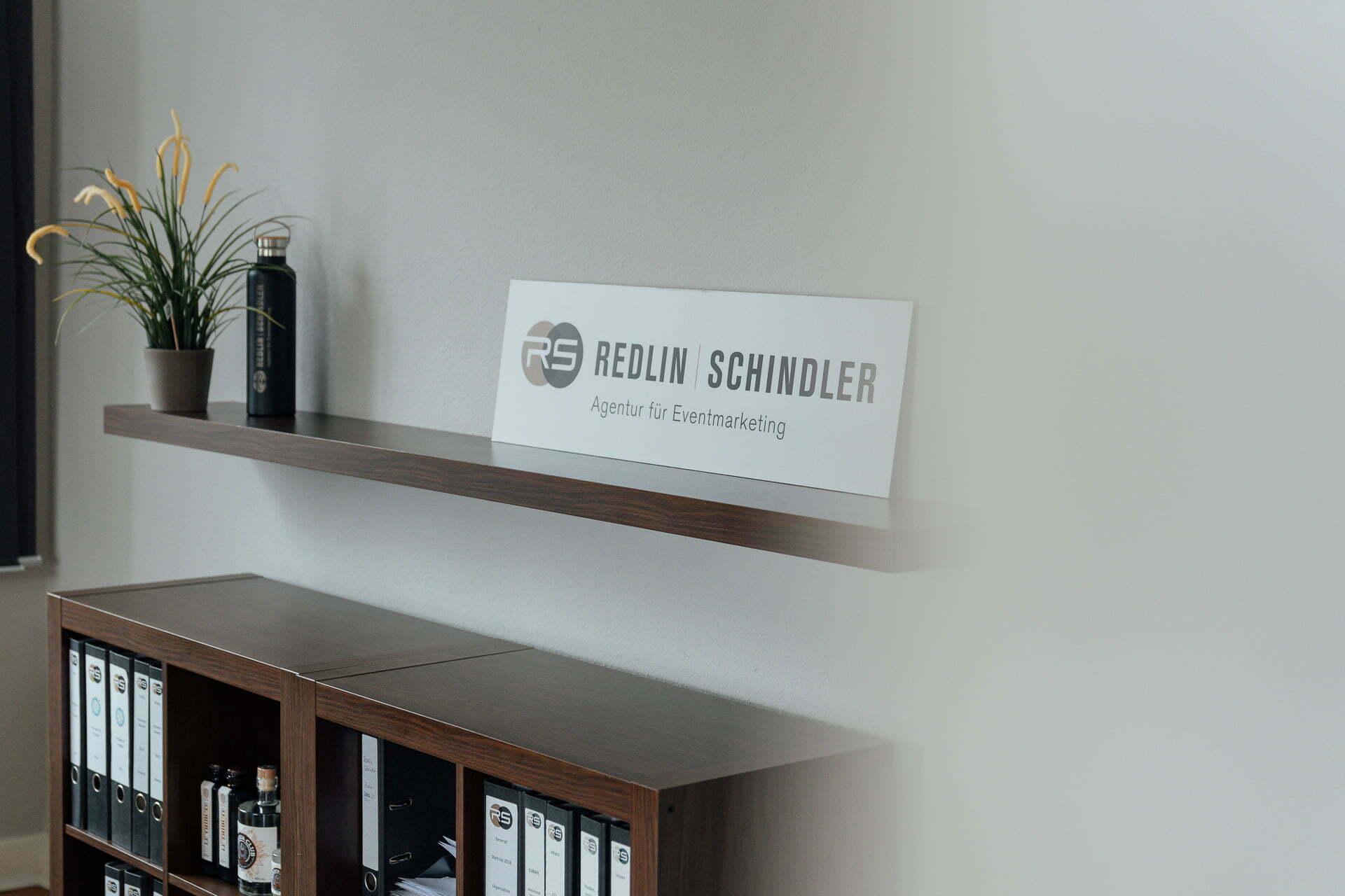 Detailbild Logo Redlin Schindler für das Fotoshooting